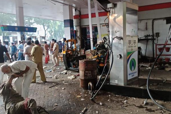 3 injured as fuel tank of autorickshaw explodes in Mumbai