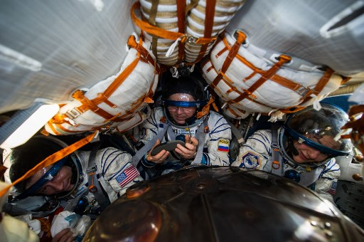 3 space travellers return to a different Earth hit by COVID-19