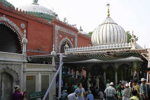 HC seeks Centres reply to PIL for entry of women into Nizamuddin shrine