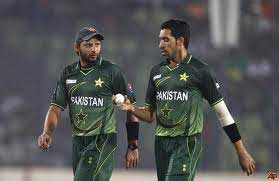 Afridi, Umar dropped from Pak squad for Champions Trophy