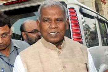 Shoe thrown at Bihar CM Manjhi