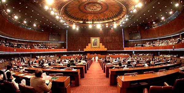 Pakistan parliament approves establishment of military courts