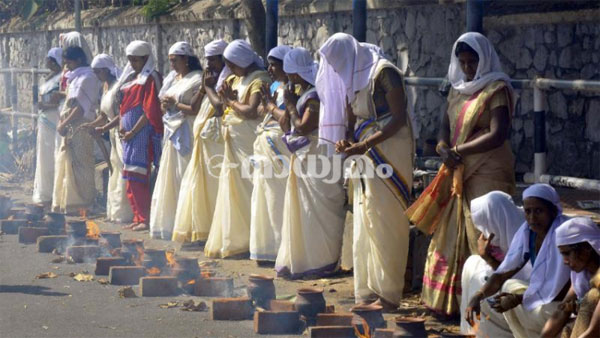 Thousands of women perform Pongala