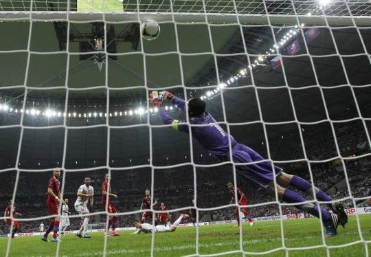 Ronaldo heads Portugal to semifinal at Euro Cup