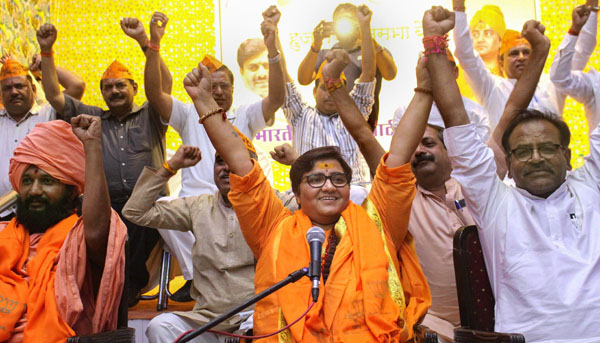 Pragya aplologises for her remarks against Karkare