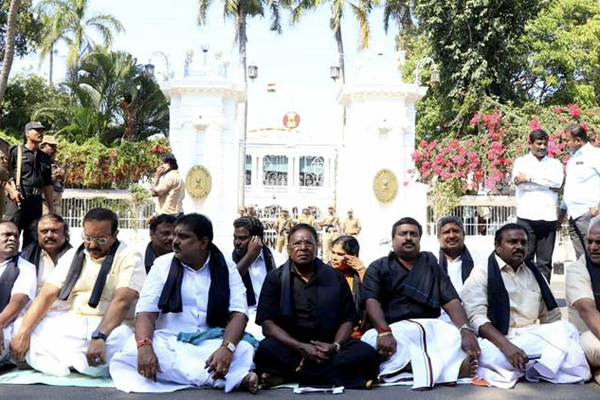 Puducherry CM continues protest outside Governor house