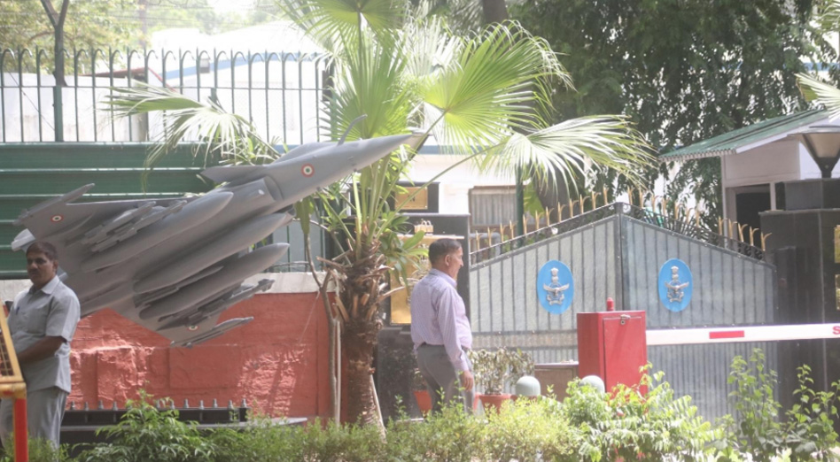IAF erects Rafale replica outside Air Chiefs house, bang opposite Congress HQ