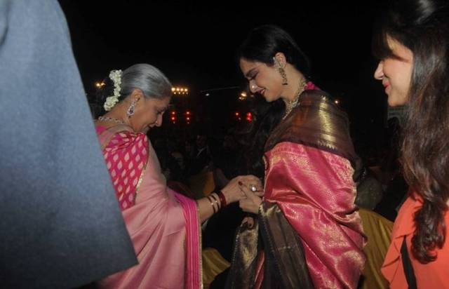 Rekha extends friendly hand to Jaya Bachchan