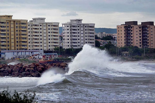 Cyclone Hudhud: 5 killed in coastal Andhra and Odisha; Vishakapatnam worst hit