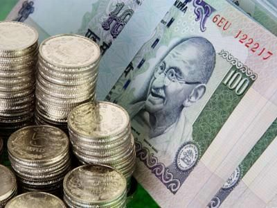 Rupee breaks 61 against dollar, hits record low
