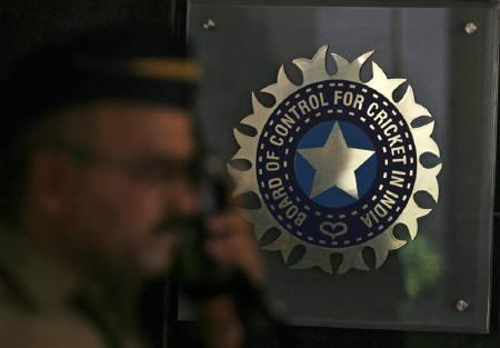 BCCI calls emergency meeting to discuss spot-fixing scandal