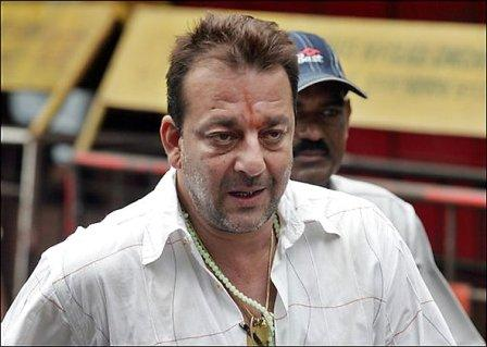 Dutt gets reprieve, 11 other convicts return to prison