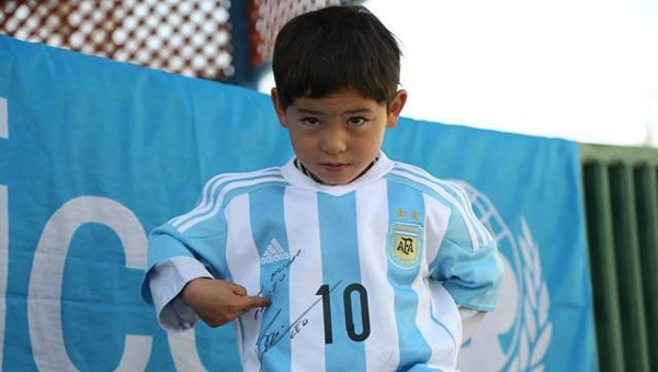 Threatened, Afghan boy who donned Messi jersey moves to Pak