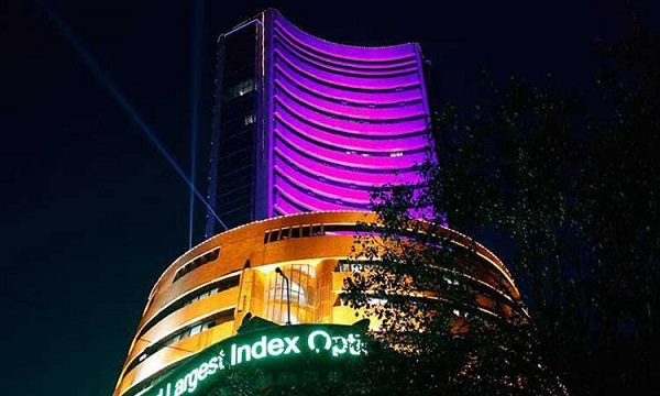 Markets retreat as virus woes mount; bank stocks hammered