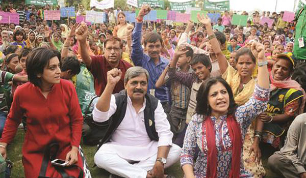 Shazia Ilmi joins BJPs cleanliness drive in Delhi
