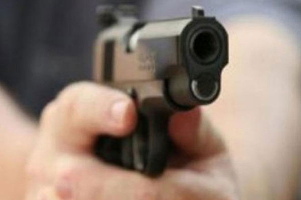 SP leader shot dead by wifes paramour in UP