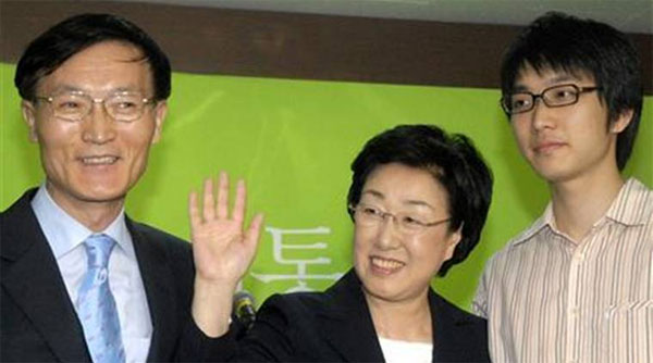 S Koreas first woman PM released from jail