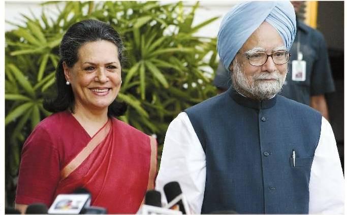 Sonia defends PM, for unity in Congress