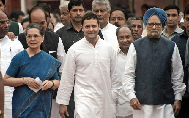 Manmohan, Sonia, Rahul pay tribute to Indira Gandhi