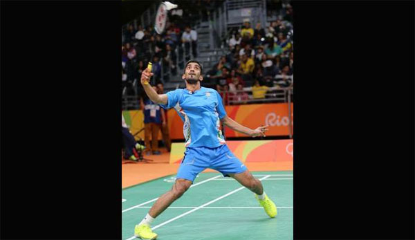 Srikanth, Sindhu continue dream run, Vikas crashes out in Rio