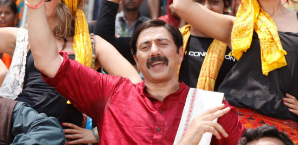 Court stays release of Sunny Deols Mohalla Assi