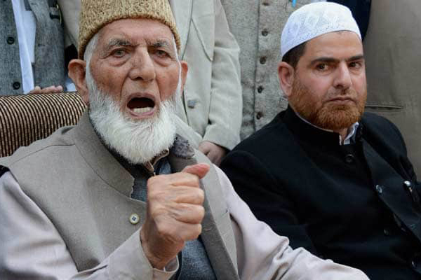 18 separatists, 155 J&K politicians lose security cover