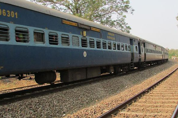 Andhra hires 2 trains to ferry people for Delhi protest