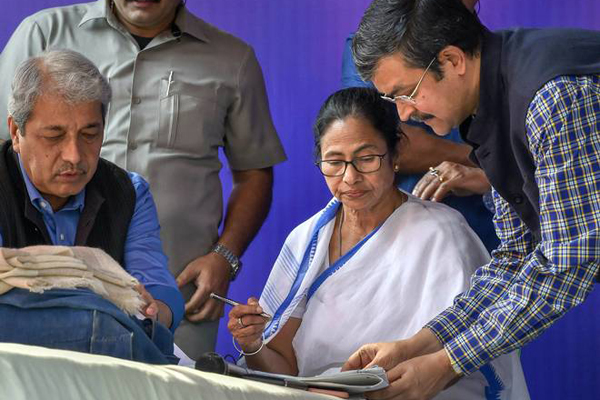 Centre, Bengal stand-off: Mamatas sit-in on, governor sends report