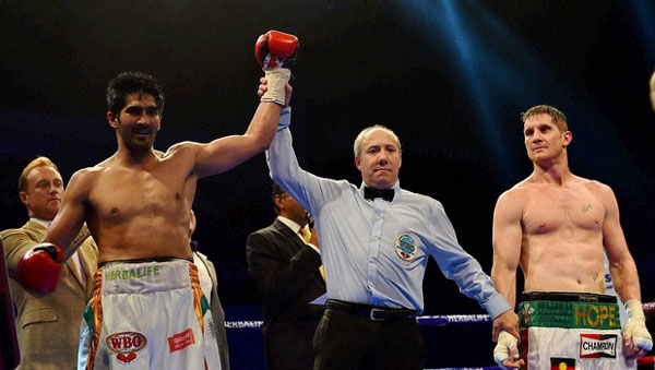 Vijender beats Hope to win Asia/Pacific title
