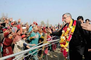 Contradicting stand on Art 370 will sink BJPs boat in JK: Omar
